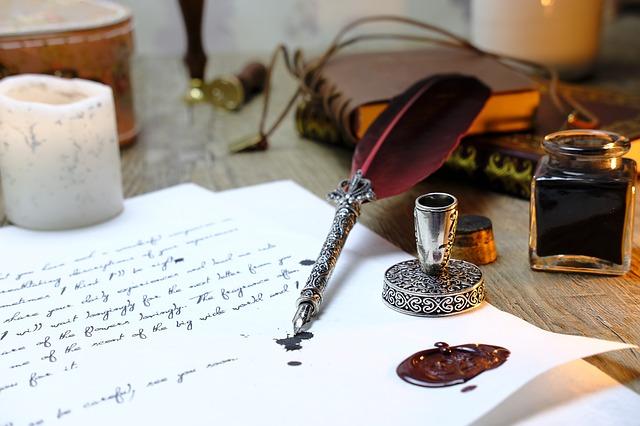 Immagine che rappresenta una vecchia penna con calamaio. Nella comunicazione prima di scrivere un messaggio è sempre meglio prendersi del tempo per pensarlo bene